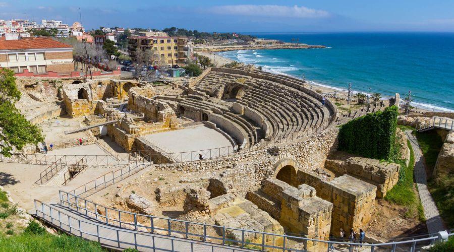 Путешествие по Каталонии будет не полным, если не посетить хотя бы один портовый городок. Мой выбор пал на Таррагону – один из древнейших городов, архитектура которого помнит времена правления римлян