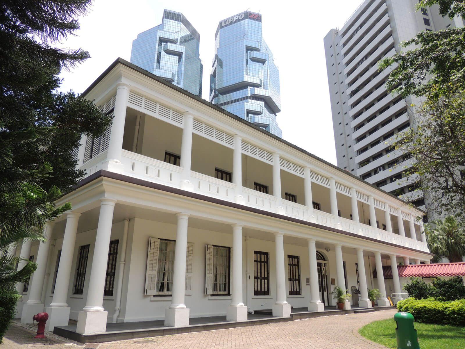 Это еще одно наследие англичан в Гонконге