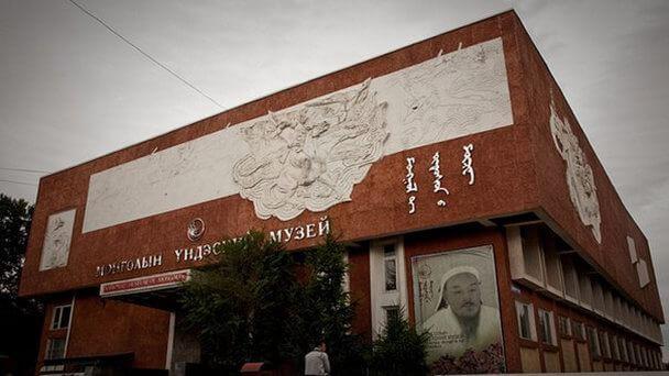 Исторический музей расположен на западной стороне главной площади. Экспозиция состоит из археологической, этнографической, революционной частей, регулярно пополняется результатами новых раскопок