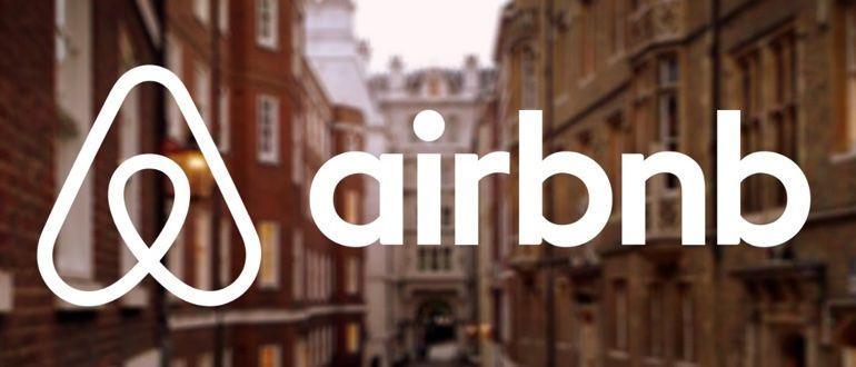 Бронировать квартиру/комнату/тунхаус и т.п. лучше заранее, так же как и отель. Для этого есть специальные сервисы, к примеру, Airbnb