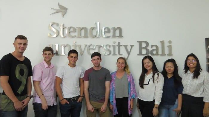 При поступлении на учебу в индонезийский университет иностранный студент так же получает долгосрочную визу, типа КИТАС