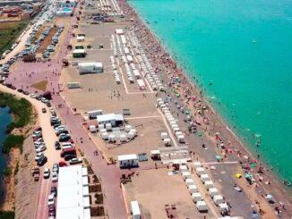 Курортный поселок городского типа Новофедоровка в Крыму – это место, где можно не только хорошо отдохнуть на водах Черного моря, но и восстановить физическое здоровье организма на одном из трех соленых озер