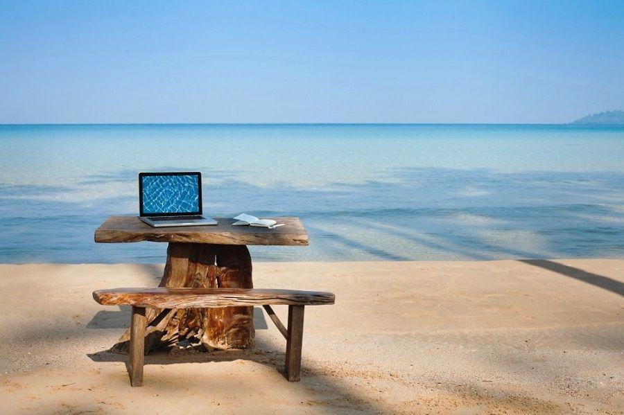 Основные вакансии для иностранцев на Бали связаны с туристическим и развлекательным бизнесом, в связи с чем россиянам легче всего будет устроиться на работу гидом, проводником, преподавателем серфинга или другого вида спорта