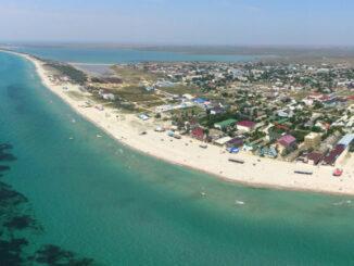 После навязчивого шума большого города хочется провести отпуск в каком-нибудь тихом и уютном местечке на морском побережье. Если вы стремитесь именно к такому отдыху, то лучше места чем село Штормовое в Крыму не найти.