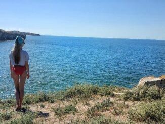 Сегодня я хочу поговорить о легендарном генеральском пляже раскинувшийся на протяжении 30 километров омываемый Азовским морем, это пляж с которого стоит начать свое знакомство с Крымом