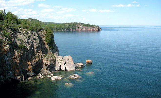 Площадь этого водоема – немного более 82,4 тыс. км2. В длину озеро 616 км, в ширину 257