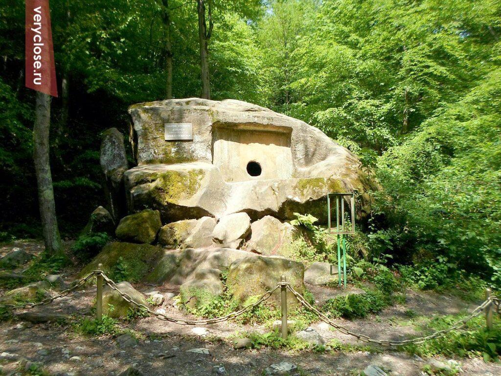 volkonskiy dolmen 1