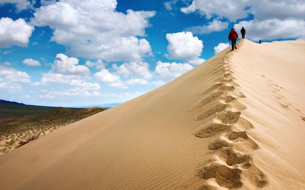 В Дагестане можно увидеть самый большой песчаный бархан, расположенный в Евразии. Это Сарыкум