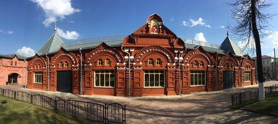 а свою 7-вековую историю Клин был крепостью, за которую бились Москва и Тверь, крупным ремесленным и торговым центром, почтовым ямом, принимавшим на постой, среди которых был и знаменитый Н. Карамзин.