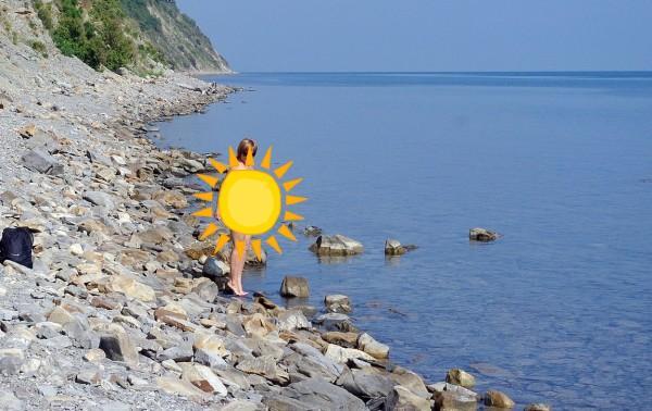 Нудистский пляж, расположенный в поселке Джубга, считается неофициальным местом отдыха. Расположен он в километре от центрального места отдыха
