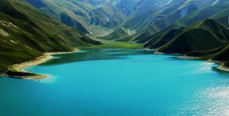 Озеро образовалось в результате перекрытия русла рек Харсум и Кауха на высоте 1869 м над уровнем моря. Долину перекрыл обвал, произошедший на южном склоне хребта Кашкерлам.