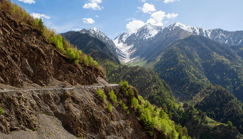 Расположенный высоко в горах, на высоте от 1500 до 3932 м над уровнем моря, уголок уникальной природы занимает площадь 83 500 гектаров