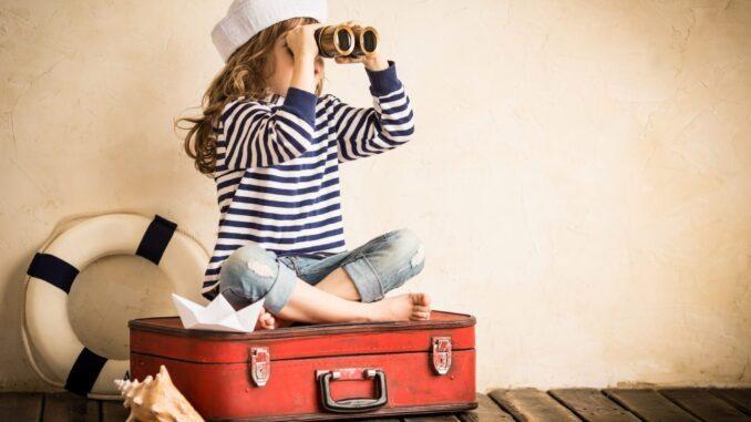 Летом российские власти приняли решение возобновить международное авиасообщение. Пользователи могут покупать путевки, собирать чемоданы и отправляться отдыхать. Для путешествий рекомендуется оформить страховку от COVID-19 даже для тех стран, где она не требуется. Куда можно полететь из России в туристическом сезоне 2020 года?