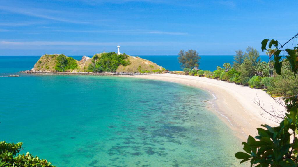 Уникальнейший пляж Таиланда расположен в северо-западной части острова Ко Ланта.