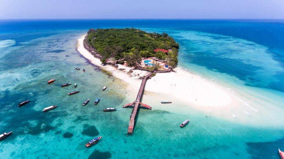 Обязательным к посещению является Остров Призон - знаменитый остров черепах
