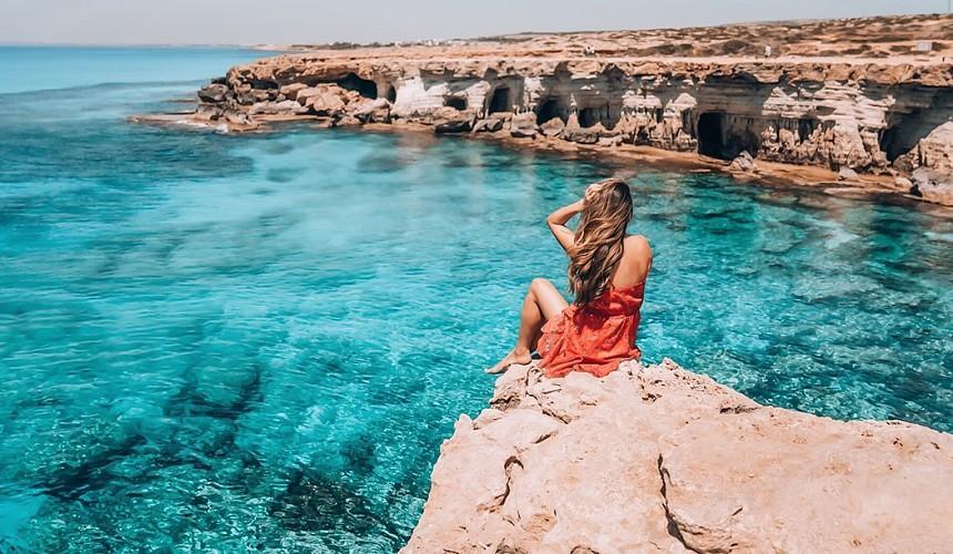 Остров находится не так далеко от Алании и Анталии, поэтому по климатическим условиям не очень отличается от Турции, да и развлечений здесь можно найти не меньше