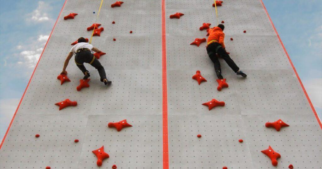Единственная профессиональная стена для занятий скалолазанием в южной части Российской Федерации. Электронное и специализированное оборудование позволяет спортсменам регистрировать свои достижение по мировым стандартам IFSC.