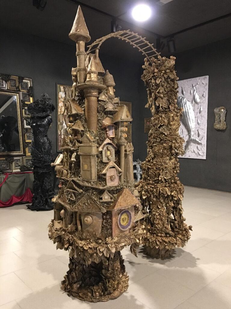 Данный музей, появившийся в Геленджике, без преувеличения, можно назвать новаторским и прогрессивным. Все его экспонаты выполнены… из отходов и мусора.