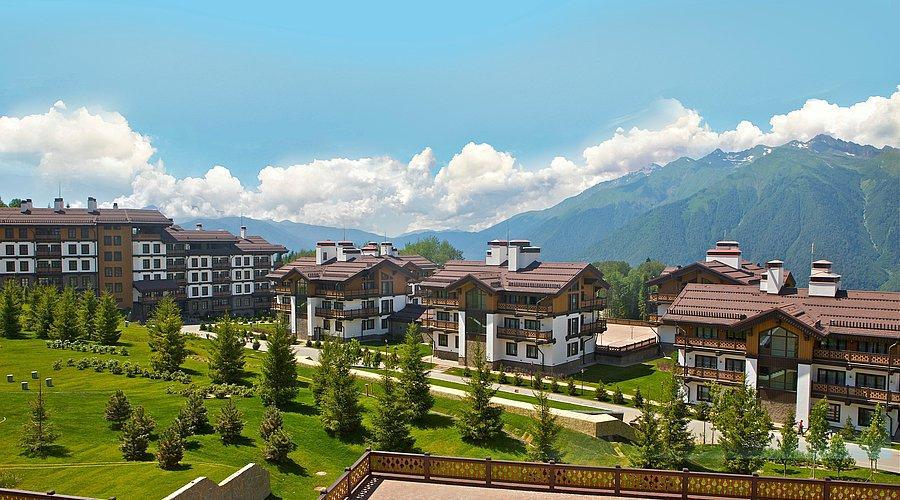 Курорт разделен на две зоны, которые предназначены для прогулок и катания: «Альпика» и «Лаура»