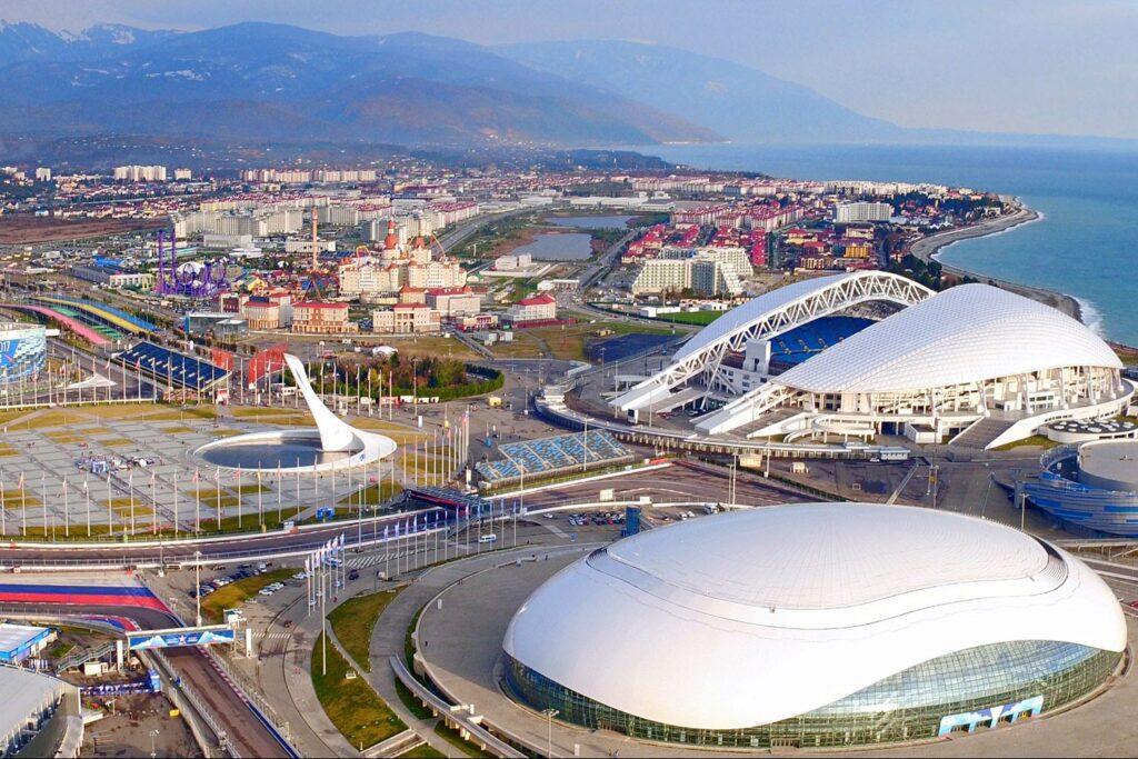 Олимпийский парк расположен в Имеретинском районе города. Вход на его территорию бесплатный.