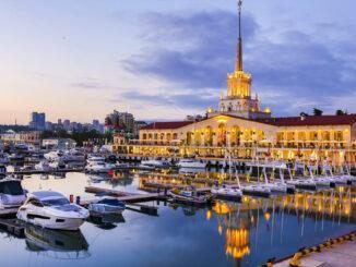 Сочи — популярный молодой курортный город России.