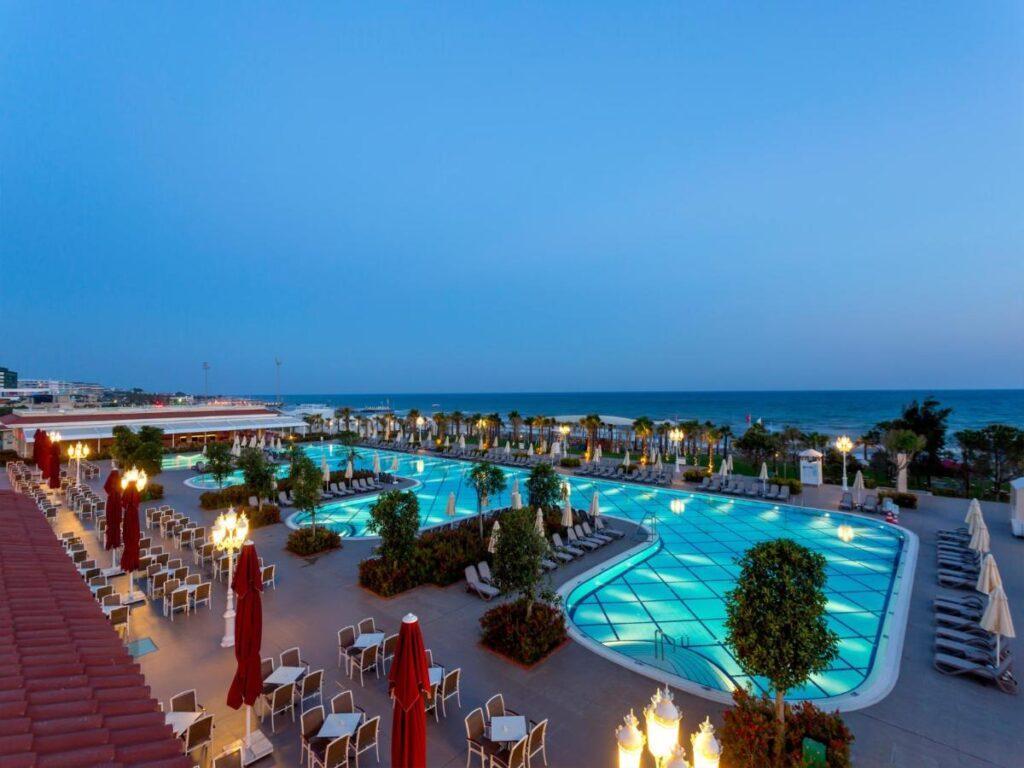 Чарующая атмосфера Турции, коттеджный комплекс построены в стиле Османской архитектуры — это Gural Premier Belek.