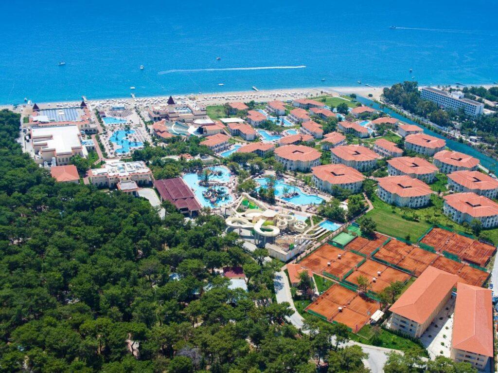 Gural Premier Tekirova — это отель, в котором сервис в прямом смысле высшего класса.