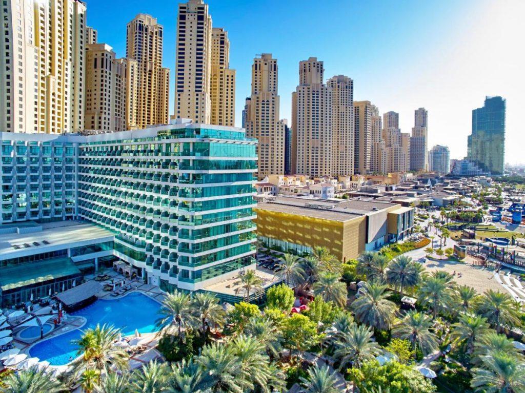 Отель расположен в элитном районе посреди ресторанов, магазинов и развлекательных центров