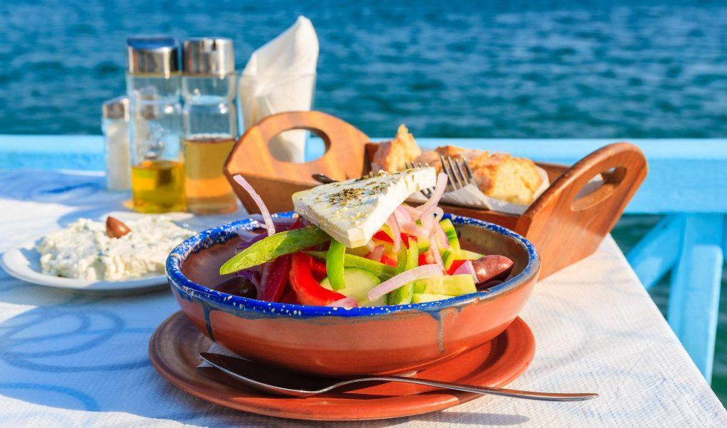 Отдыхая на Кипре несомненно стоит попробовать кухню киприотов. Национальные блюда Кипра имеют греческие корни, но со своим акцентом.
