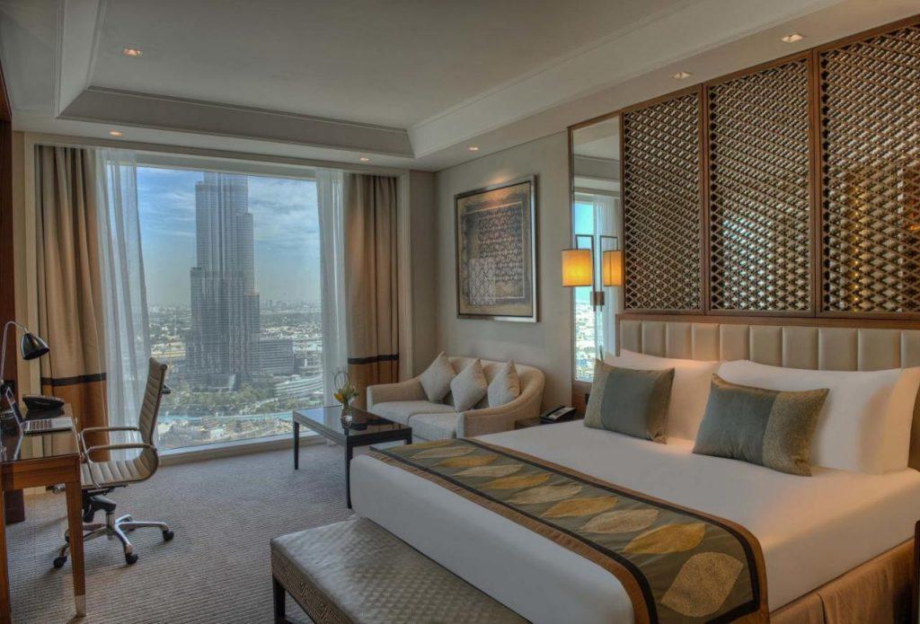 Пятизвездочный отель расположен в самом центре Дубая недалеко от Будж-Халифа. С окон открывается потрясающий панорамный вид на Burj Khalifa